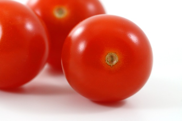 tomatoes to get rid of pimple scars